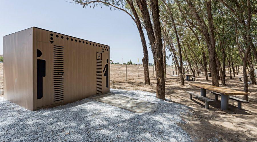 Nevo instala sus aseos públicos modelo Cube en Vera